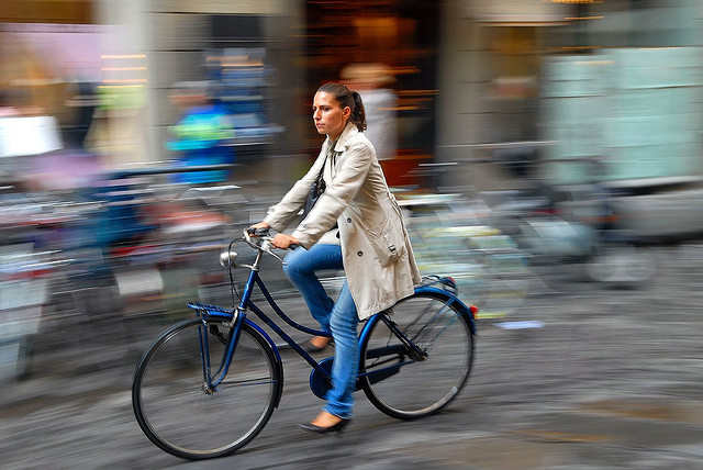 Chic cyclist, Florence